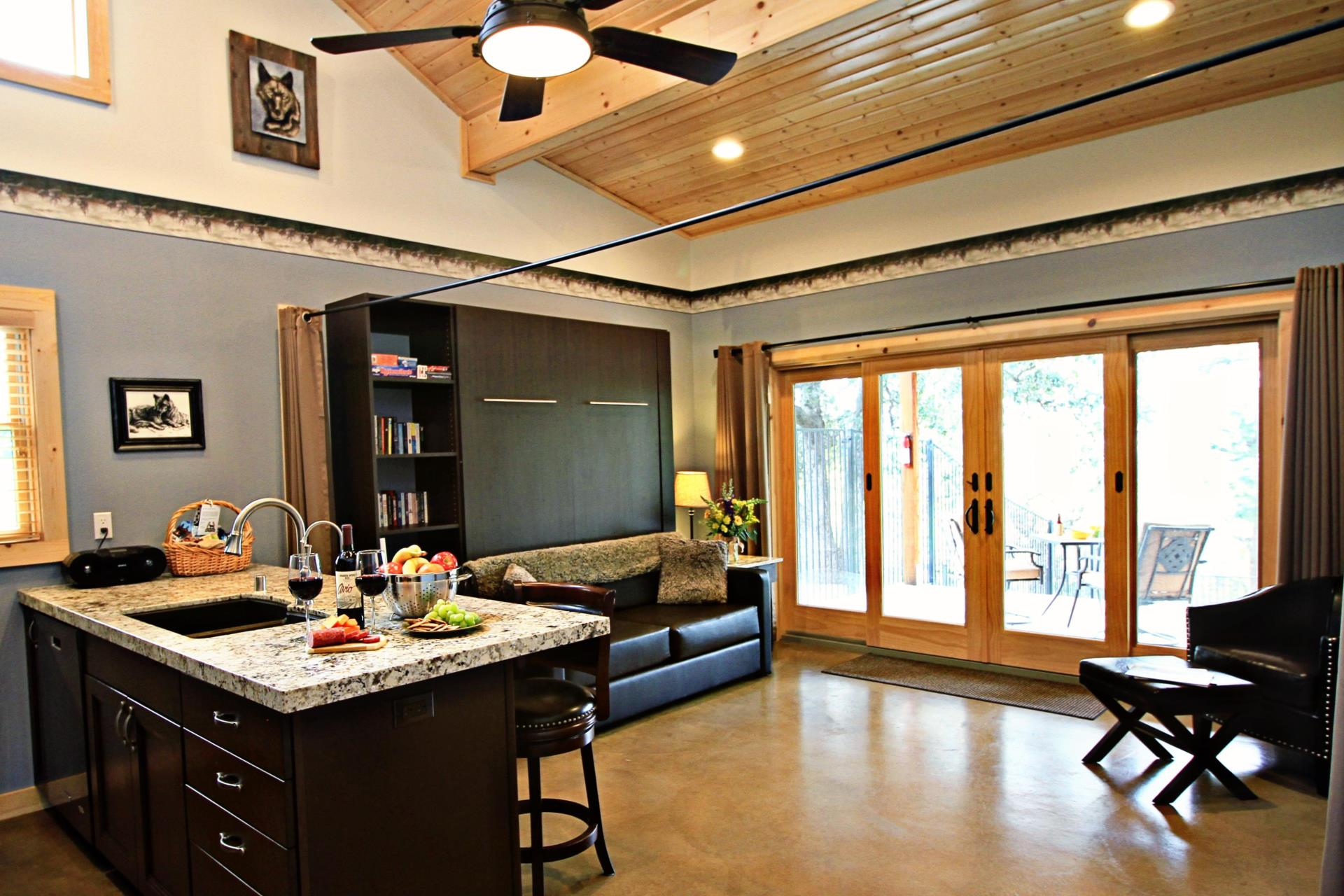 Wolf-themed multi-purpose rec room in pet-friendly lodging